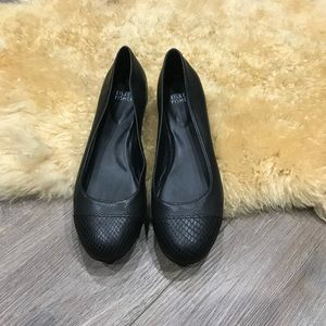 Eileeen fisher black flats